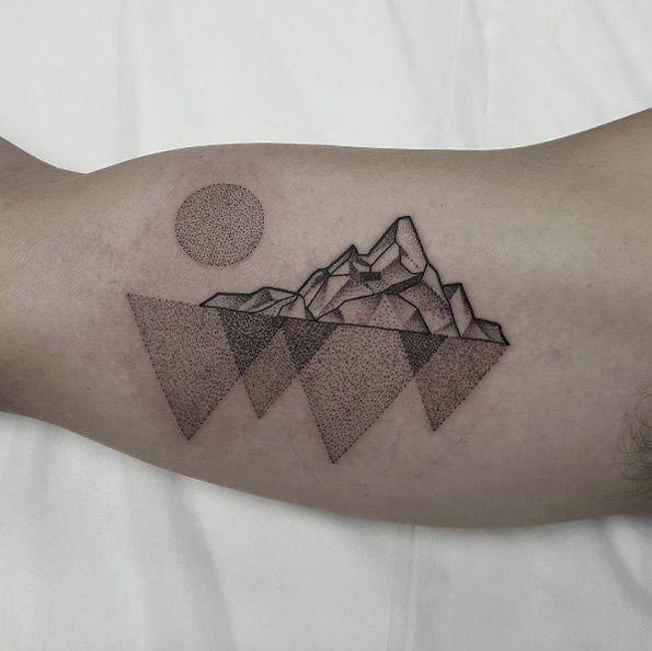 geometrische Linie Tattoo #Geometrictattoos