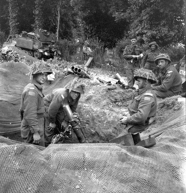 Mortar crew, Headquarters Company, Regina Rifle Regiment. Normandy, 9 june 1944.