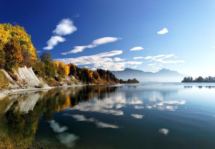 Der Forggensee ist ein vom Fluss Lech durchflossener Stausee bei Füssen im bayerischen Allgäu und gehört zu den größten Seen Bayerns.