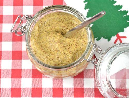 Hemgjord senap. En god julsenap på senapsfrön. Att göra egen senap blir mycket gott. Gör gärna senapen någon dag innan så den får stå och få smak.