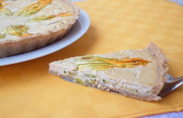 Ricetta della quiche con tofu e fiori di zucca, torta salata vegana e vegetariana preparata con pasta brisée integrale e farcita con crema di tofu