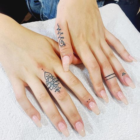 "41.5k Likes, 578 Comments - Romeo Lacoste (@romeolacoste) on Instagram: ""TAG A FRIEND WHO LIKES HENNA TATTOOS! freehand finger tattoos. My tattoos always heal crisp and…"""