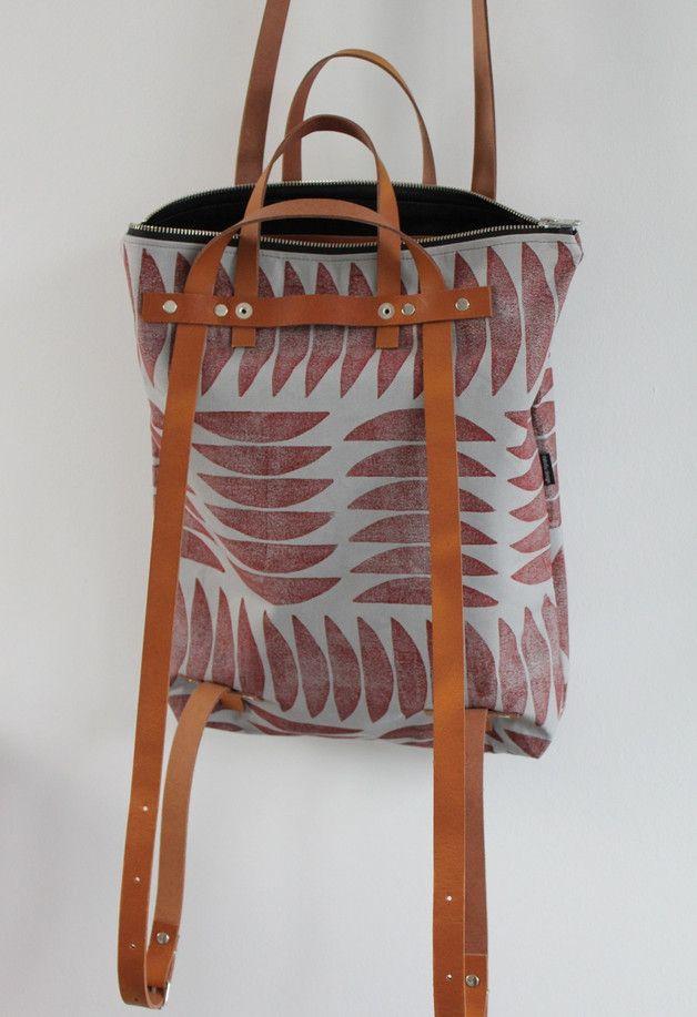 Mischung aus Rucksack und Schultertasche für Stadtbummel oder den Studentenlook / modern backpack, can also be worn as shoulder bag made by DaBelju via DaWanda.com