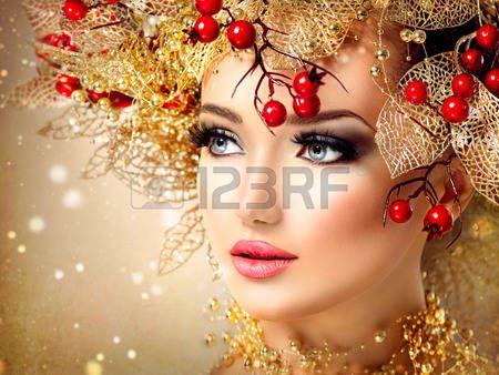 acconciature: Natale modello di modo ragazza con acconciatura e trucco dorato