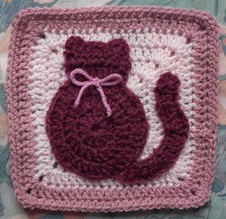I think I'll make this as a potholder to donate for the Feline Freedom Coalition fundraiser.