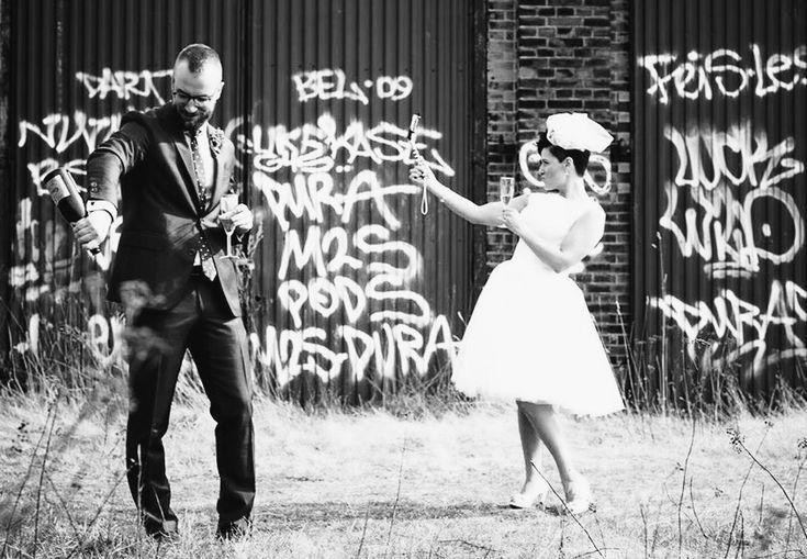 """Igår vardet vår första bröllopsdag så det får bli en bröllopsbonanza i bilder här på bloggen idag. Håll till godo!       """"Länge leve livet, länge leve vi"""" - Ison &…"""