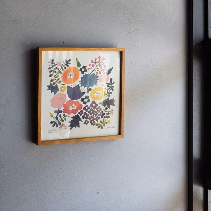 陶芸作家・伊藤利江が描いた水彩画のポスターに、新たに「FLOWER」のデザインが登場しました。色とりどりの花々が描かれ、一枚でお部屋を明るく彩ってくれます。 ・ 落ち着いたトーンで描かれた花々は、上品で可憐な印象を与えてくれます。オンラインストア・大阪直営店では販売を開始しており、また6/15(木)からジェイアール名古屋タカシマヤで行われる「暮らしのSTORE展」でも販売を致しますので、大きさや色合いなど見られたい方は、是非お越し下さいませ。 #birdswords  #birdswordsosakastore  #バーズワーズ