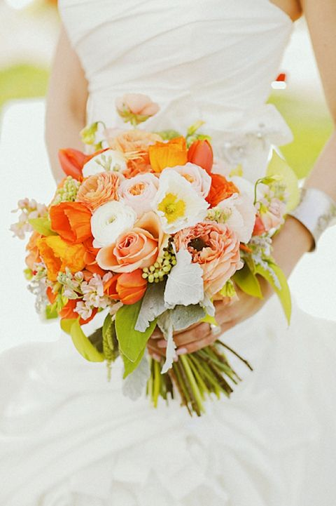 Tangerine tango bouquet Photography: Gideon Photography // Flowers: Blossom Sweet