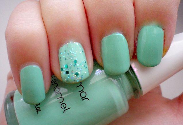 Mint and glitter nail art design http://womandot.com/2014-07-10/trendy-mint-nail-art-ideas