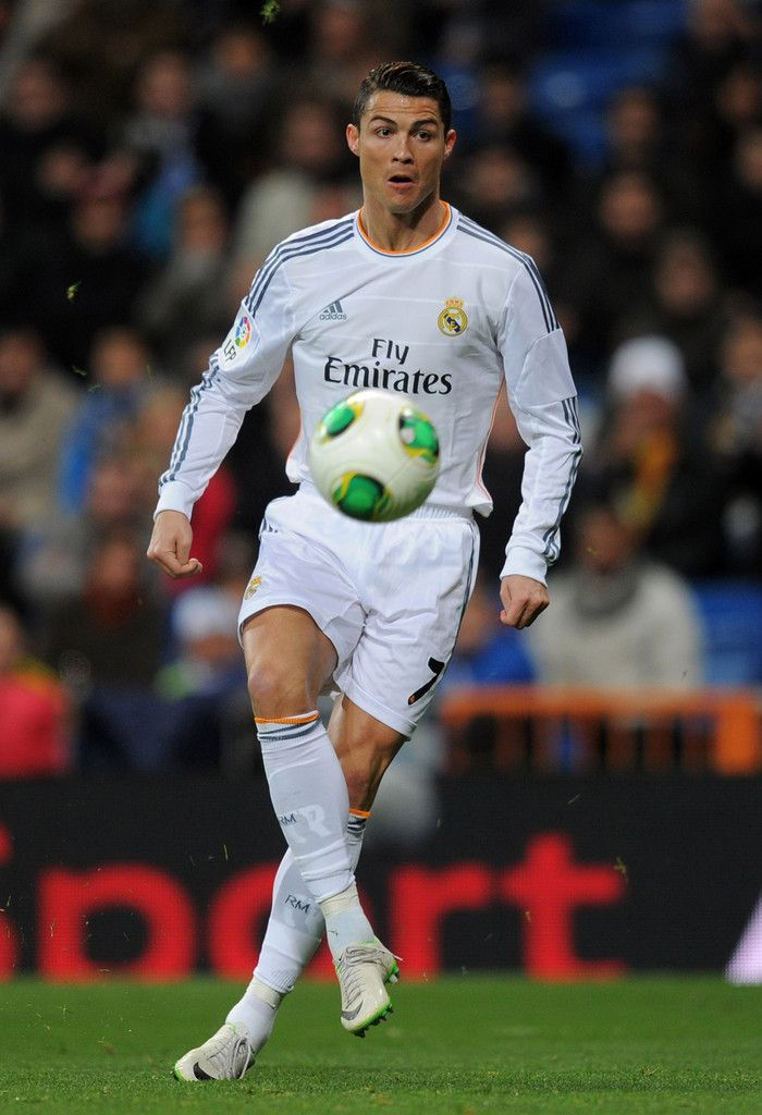 Cristiano Ronaldo controls the ball during the Copa Del Rey quarter final second leg match between Real Madrid CF and RCD Espanyol at Estadio Santiago Bernabéu on January 28, 2014 in Madrid, Spain.