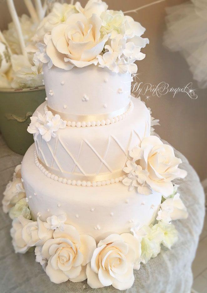 ホワイトを基調にしたウェディングケーキ。エレガントに、というご希望をいただき、製作いたしました。
