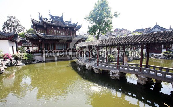 With architectural features of a classical south China garden, Yuyuan Garden is a picturesqurely laid-out, small-size one