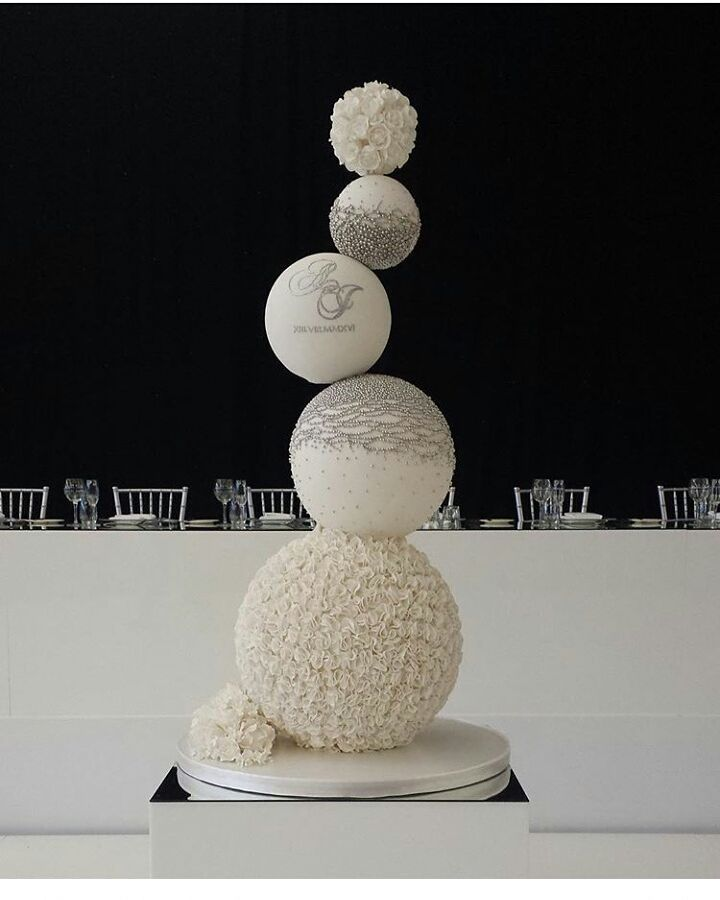 "6,513 Gostos, 23 Comentários - #No.1 Nigerian Cake Blog  (@cakebakeoffng) no Instagram: ""How about this GORGEOUS Stacked Oval Shaped Wedding Cake Inspo ✨........... Design Spotted via…"""