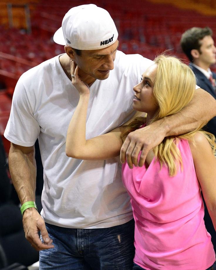 Hayden Panettiere kisses her huge on-again bf, Wladimir Klitschko: hot or gross?