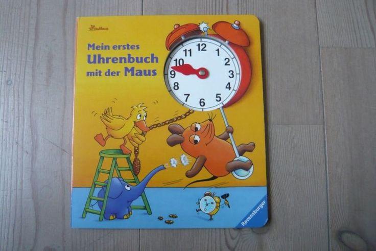 Mein erstes Uhrenbuch mit der Maus - edtura Ravensburger; Micul soricel face diverse activitati pe parcursul unei zile, dupa o rutina bine stabilita. Cartea include un cesulet ale carui aratatoare micutii le pot deplasa pe cadran, in acest fel exersand citirea cifrelor si invatarea orelor.