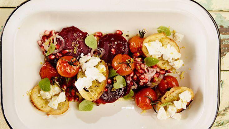 Salade de tomate, betterave et fromage de chèvre frais ...