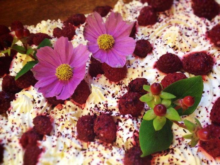 #Cake with raspberries, cream, hibiscus flowers, rose water and mint #EatSeasonally #yummy #madewithlove