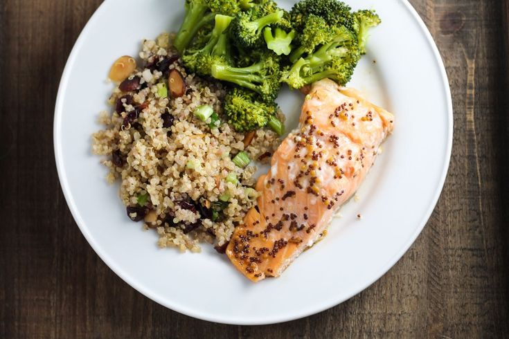 Quick, easy, nutritious and delicious, this Low FODMAP Maple Mustard Salmon recipe is a win-win-WIN!   funwithoutfodmaps.com   #lowfodmap