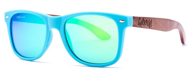 Azul - Espejo Verde  Hechas a mano  Lentes polarizadas  Protección UV 400  Patillas de madera  Certificado CE  Tamaño 145 - 145 - 47  Bolsa de microfibra  Gamuza personalizada  Cajita de cartón Carrussel  Ref.: SS031 Precio: 45,00 Euros