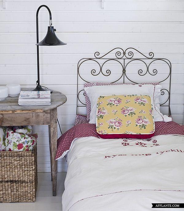 scandinavian summer house: Decor, Guest Room, Summer House, Guest Bedrooms, Shabby Chic, Pastel Pink, Interiors Design, Vintage Bedrooms, Beds Frames
