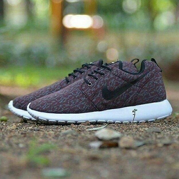 Hobi running kak?  Ga usah ragu yukksss kak.. Nike Rosherun passs banget.. Harga terjun bebas ya kakkkkk🎶  Nike Rosherun  Harga : 170.000,- Size : 39 - 45 Picture yang kami upload adalah hasil real picture ***Happy Shopping***  Fast Respons : LINE@ : http://line.me/ti/p/%40tokobelibeli Instagram : @tokobelibeli  #nike #nikerosherun  #nikerosherunmurah  #nikerosherunmurmer  #sepatumurah  #sepatunike  #sepatunikerosherun  #jualsepatu #gradeori #onlineshop  #reseller  #onlineshopmurah