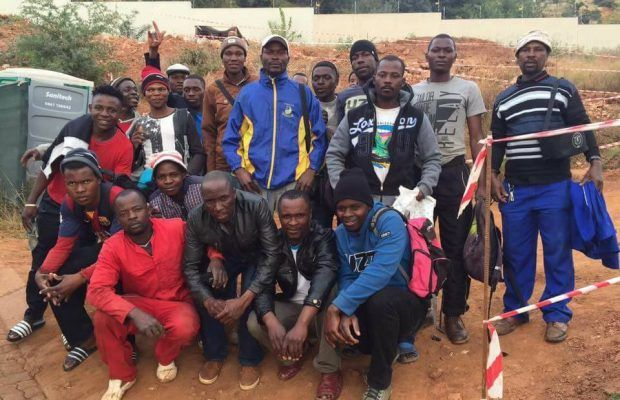 28 builders heroically saved a Johannesburg man from being hijacked in his driveway!
