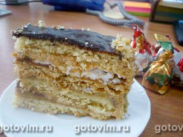У этого песочного торта такая интересная вкусовая гамма! Дорогой, изысканный, сложный сливочно-орехово-шоколадный вкус праздника. Торт 'Шоколадный мишка' не похож ни на какой другой. Плотный песочный торт надо резать небольшими кусочками.