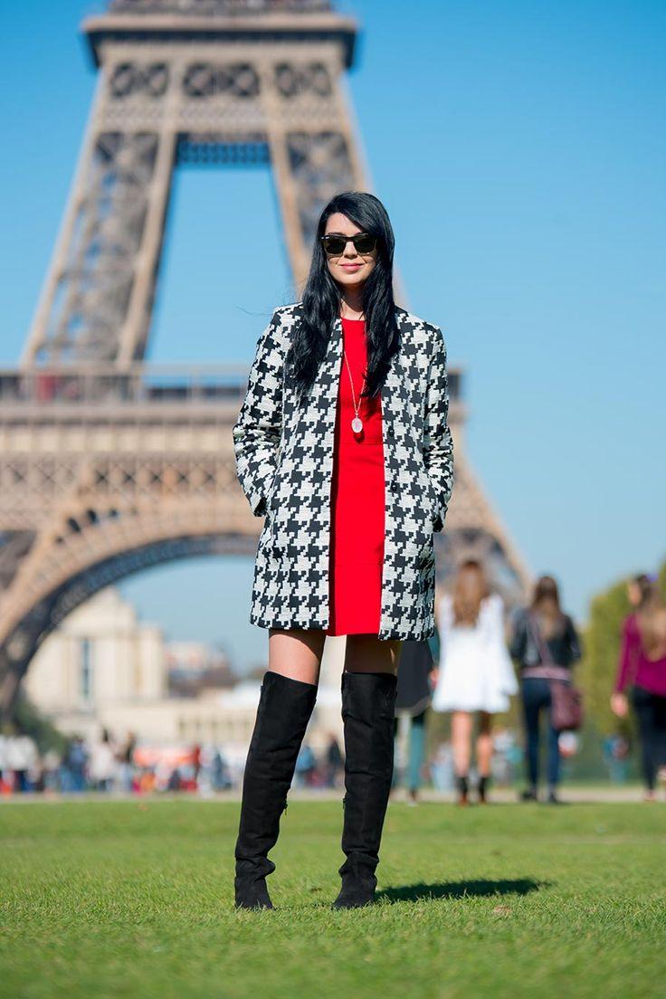 Look do dia com vestido vermelho e casaco pied-de-poule com bota over the knees http://www.justlia.com.br/2015/11/look-do-dia-estampa-pied-de-poule/