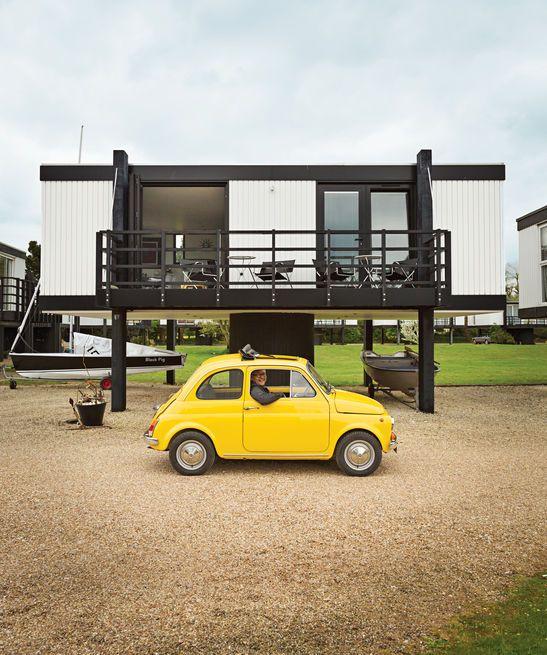 Architecte Paul Hinkin et son partenaire, Chrissy Pearce, ont acheté et restauré un rouf 538 pieds carrés à Emsworth Yacht Harbour, dans le Hampshire, en Angleterre.  Photo: Ben Anders