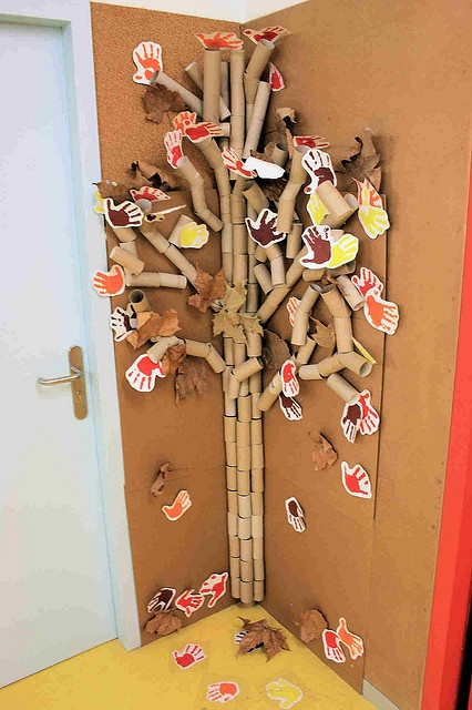 I can see starting the tree in spring, children could add any tp rolls that they bring from home and as seasons change add different things or use it for counting days to 100 adding a new tube every day