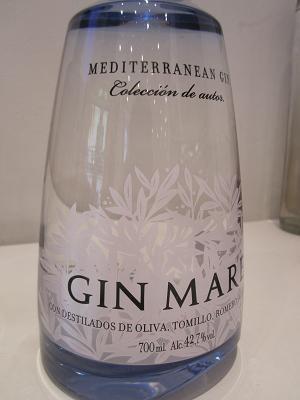"""La joya de Global Premium Brands tiene aroma mediterráneo. Gin Mare, hecha 100% en destilería nacional (Barcelona). Notas de romero, oliva arbequina, albahaca, tomillo, caradamomo, coriandro, ¡bayas de enebro! imprescindibles. durante la sesión en la Unión Española de Catadores """"Análisis Sensorial Bebidas Espirituosas"""". 13.04.2013 Imagen Nuria Blanco, @nuriblan"""