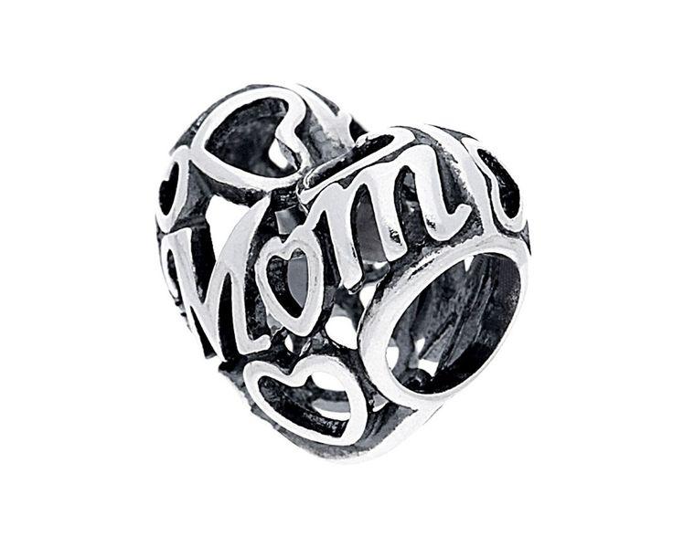 Pandora zilveren opengewerkte Moederdag-bedel 791519. Stuur een oprechte boodschap naar je moeder met deze prachtige opengewerkte bedel. Met een ingewikkeld opengewerkt ontwerp van verbonden harten rond het woord 'mum' (mama) drukt deze bedel perfect je liefde voor haar uit.