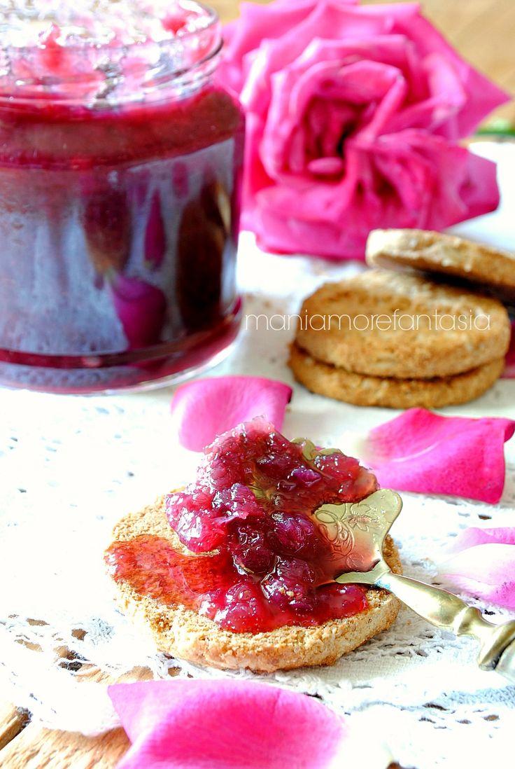 Marmellata di rose o confettura di petali di rose