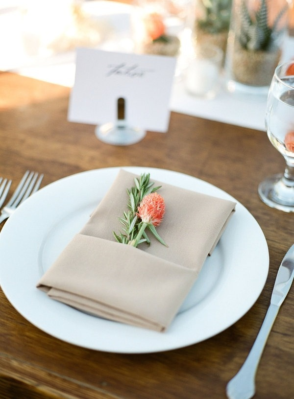Beautiful napkin idea!