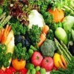 Diet Ala Mediterania Berdasarkan makanan khas dari wilayah Mediterania, diet Mediterania dikenal karena penekanannya pada buah-buahan segar dan lemak sehat untuk jantung. Diet ini adalah untuk Anda jika Anda suka buah, sayuran, ikan, minyak zaitun dan anggur merah.  Membuat Diet Buah dan Sayuran   Makan sedikitnya sembilan porsi buah dan sayuran sehari. Coba tambahkan buah seperti Anggur dan yoghurt untuk snack sehat.  Pilihlah sumber protein yang sehat