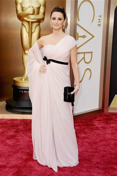 ¿Qué les pareció del vestido de #GiambattistaValli de #PenélopeCruz en la gala de los #Oscar? Encuentra más diseños aqu:. http://on-msn.com/1ddVXYq