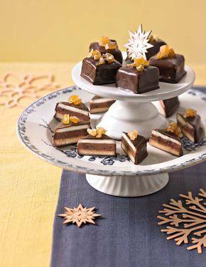 Marzipan, Nougatmasse und ein fruchtige Orangencreme umhüllt von dunkler Kuvertüre als Weihnachtsleckerei.