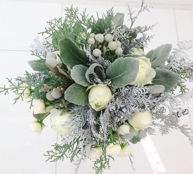 #amandarise#novarese#vressetrose#wedding #white #round #bouquet #clutchbouquet #natural#flower #bridal#アマンダンライズ#ノバレーゼ#ブレスエットロゼ#ウエディング# ホワイト#グリーン#シンプル #クラッチ# ブーケ# ナチュラル#小花#ナチュラル#ブライダル#結婚式#ブレスエットロゼ浜松#シルバー#バラ#冬