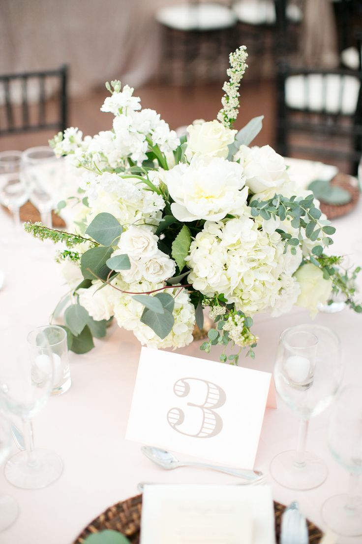 Best 25 white flower centerpieces ideas on pinterest for Floral table decorations for weddings