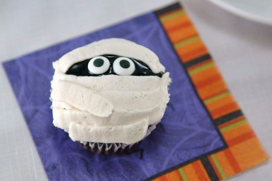 Spooky Halloween Cupcakes. EASY Halloween Cupcake ideas … a lightened-up version of chocolate cupcakes & vegan frosting. The cupcakes are dairy free. #halloween #cupcakerecipes