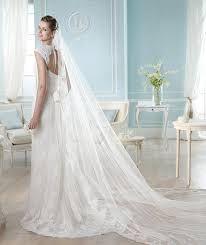 Risultati immagini per veli sposa lunghi