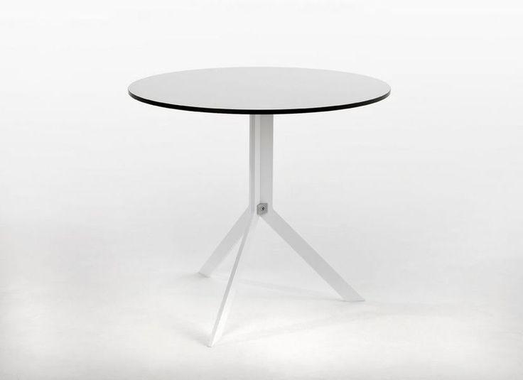 Stolik kawowy bistro - funkcjonalny i wytrzymały stolik z HPL. Wygodny system rozkładania ułatwiający przechowywanie i aranżację.