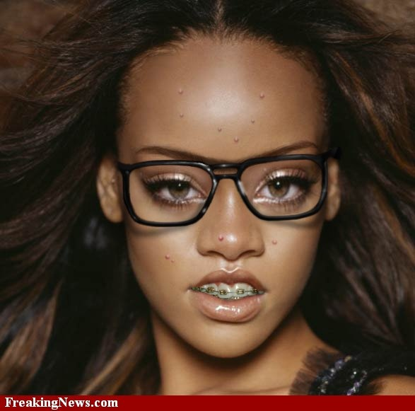 This is a good look for her.        #Nerd #Rhianna pictures