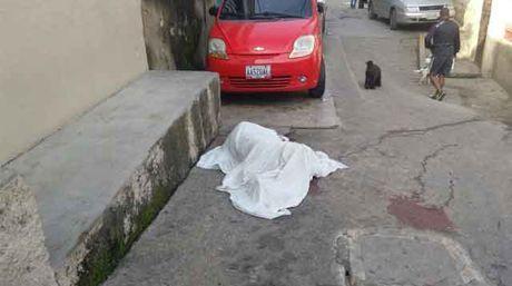 Asesinan a mecánico en Caricuao para robarle el celular  http://www.facebook.com/pages/p/584631925064466