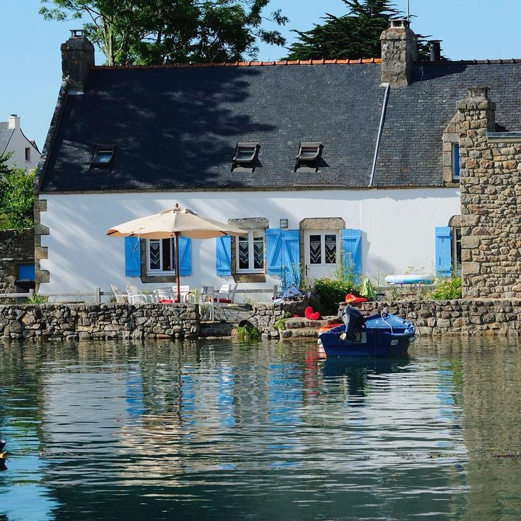 Le Vieux Passage , Plouhinec , à la pleine mer. Riviere d'Etel, Morbihan. Brittany