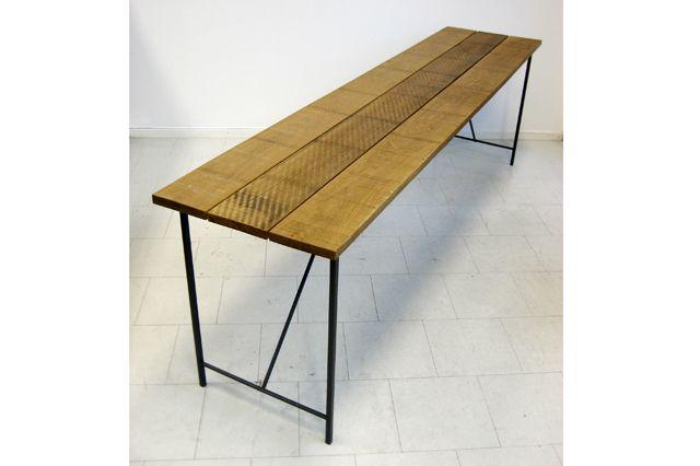 Långt och smalt matbord
