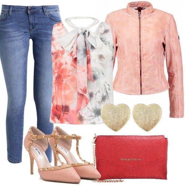Jeans skinny, 7/8, top ivory in fantasia floreale con schiena scoperta, giacca di pelle dusty rose, Mary Jane in pelle dusty pink, pochette red ed orecchini a forma di cuore. Delicate e romantiche in questo inizio di primavera.