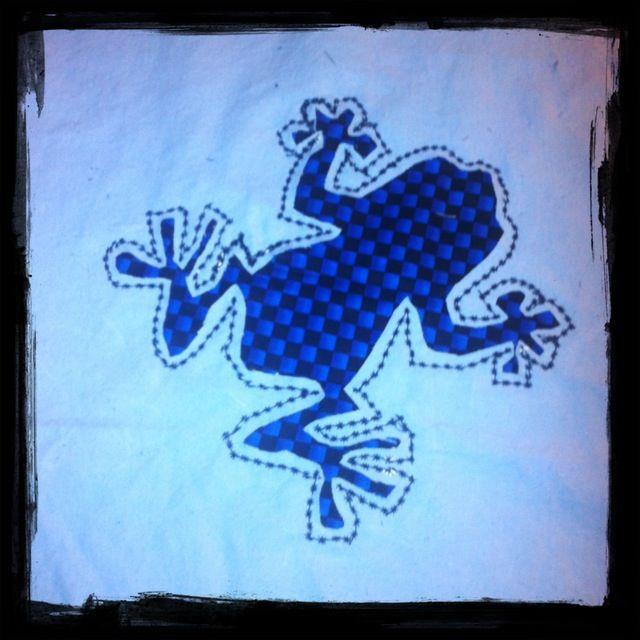 Reverse applique frog