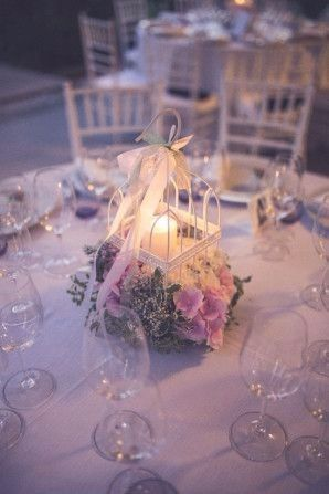 Mise en place di matrimonio: centrotavola basso con candele