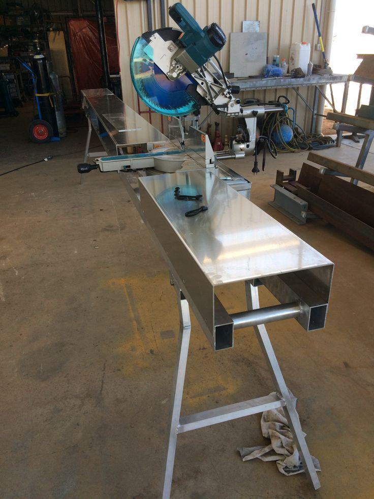 4 m long aluminium saw bench.